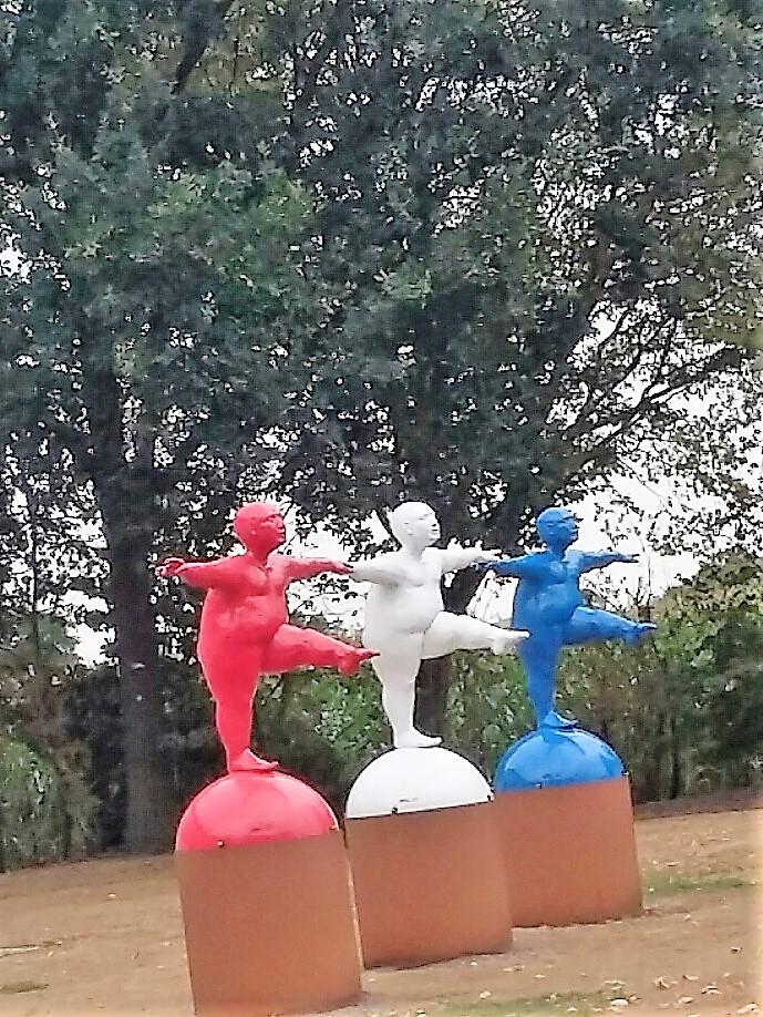 3 dansende dames deventerstraat